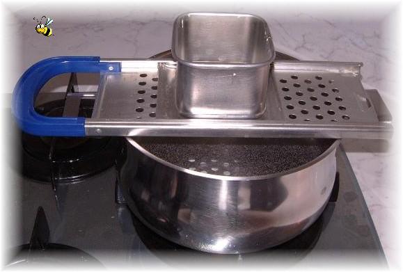 Râpe sur casserole